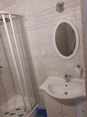 pokój i łazienka 08